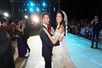 Azra Akın'ın neşeli düğünü