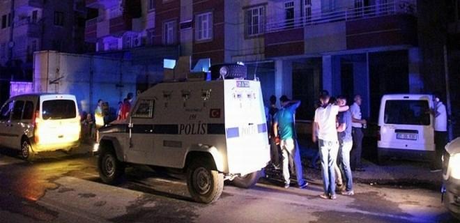 Diyarbakır'da yangına giden itfaiye erlerine saldırı!