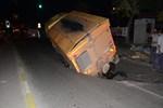 Asfalt kamyonu çöken yola düştü