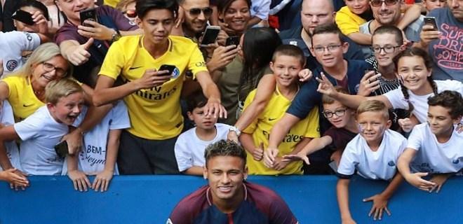 Anasının kuzusu Neymar!