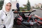 Go-kart aracına şalı dolanan hemşire dehşeti yaşadı!