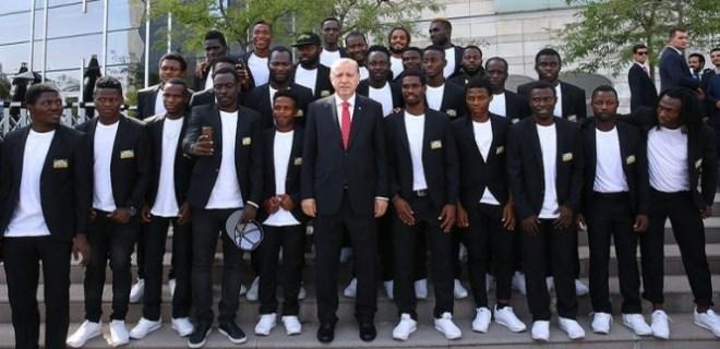 Erdoğan, Afrika Dostluk Spor Takımı ile birlikte poz verdi