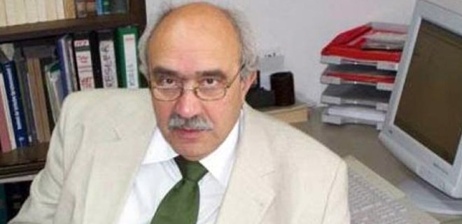 Prof. Dr. Semih Tezcan kalbine yenildi!