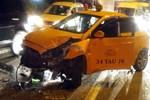 İstanbul TEM otoyolunda 5 araç birbirine girdi