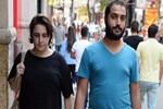 Esra Dermancıoğlu genç delikanlıyı yanından ayırmıyor