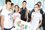 Ebru Yaşar görme engelli çocuklarla buluştu