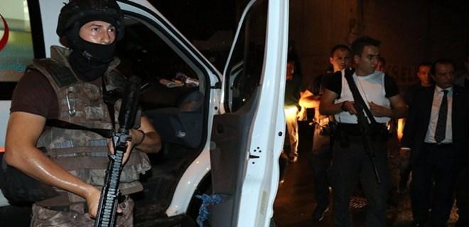 Adana'da yüzü maskeli iki kişi polise ateş açtı