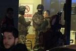 Başına silah dayayan şahıs, polisi alarma geçirdi!