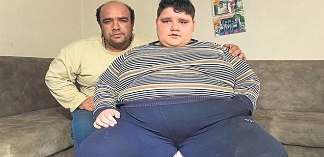 11 yaşındaki çocuk tam 185 kilo!