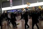 Almanya'da PKK destekçileri yolculara saldırdı!