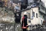 Kuzguncuk'ta ahşap bina çıra gibi yandı!
