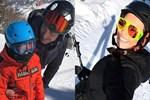 Sandal çifti kayak tatiline birlikte mi çıktı?