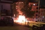 Ailesine kızdı, aracını yaktı!