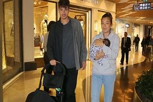 Neustadter ailesi alışveriş turunda