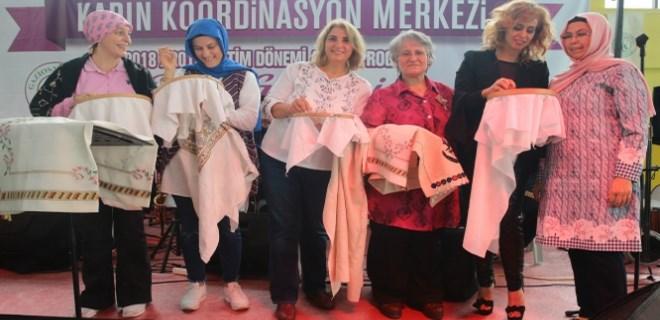 Niran Ünsal 5 bin kadınla kanaviçe işledi