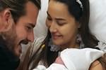 Hatipoğlu çifti bebekleriyle poz verdi