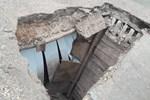Şiddetli yağmurda evi yıkılan aile ölümden döndü