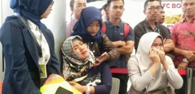 Endonezya'da yolcu uçağı düştü!