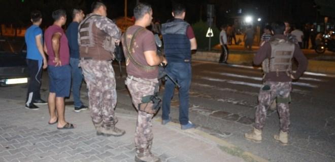 Gözaltındaki şahsa ateş açan grup ile polis çatıştı!