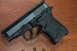 Borcunu ödemeyen kişiyi silah zoruyla rehin aldılar