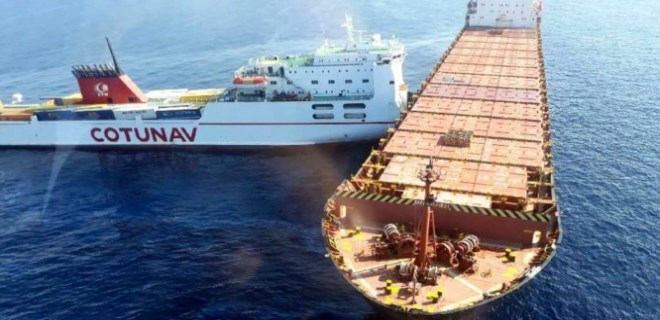 Akdeniz'de iki gemi çarpıştı