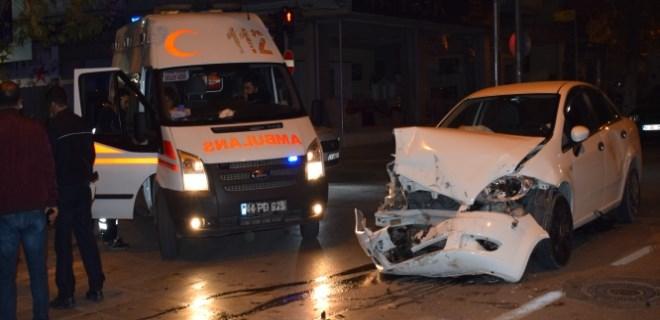 Malatya'da otomobil ile minibüs çarpıştı!