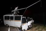 Elektrik direğine çarpan minibüs parçalandı!
