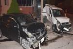 Edirne'de iki araç birbirine girdi!