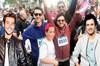 Şarkıcı Cem Belevi ve Buray, Lefkoşa'da yardıma muhtaç vatandaşlar için düzenlenen maratonda koştu.