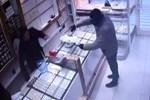 Kuyumcu soygunu zanlısı yakalanacağını anlayınca intihar etti