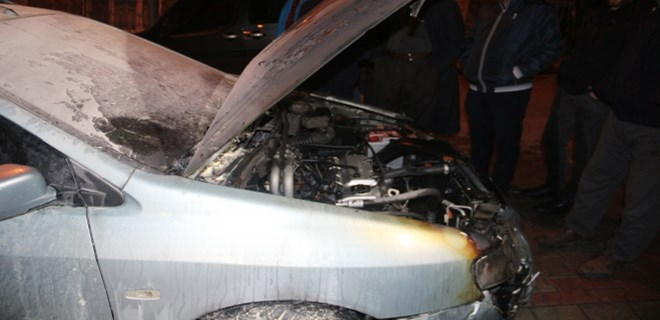 Sultangazi'de 11 araç kundaklandı