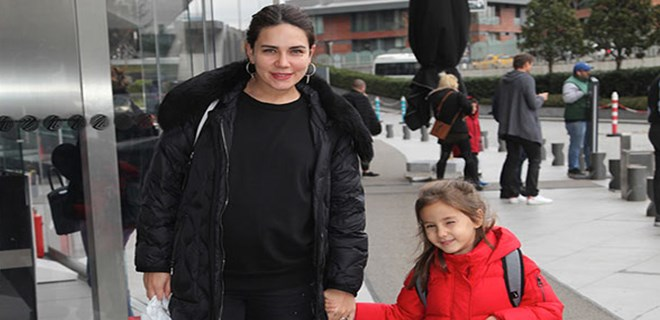 Buse Varol, İzmir'den misafirlerini ağırladı