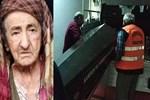 Tutuşan kıyafetine kaynar su döken kadın öldü