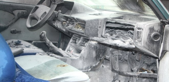 Antalya'da park halindeki otomobil alev aldı!