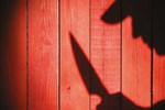 Gasba direnen yaşlı kadını bıçaklayıp kaçtı!
