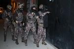 Torbacılara şafak vakti baskın: 25 gözaltı