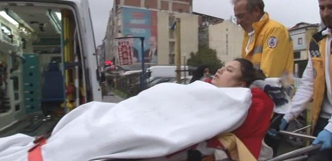 Uyuşturucu bağımlısı koca sokak ortasında karısını bıçakladı