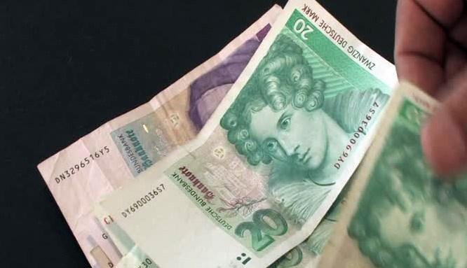 Almanlar Euro'ya rağmen Markı unutamadı