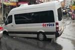 Esenyurt'ta yol çöktü, işçi servisindeki 3 kişi yaralandı!