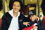 Mesut Özil'den küçük hayranına büyük jest