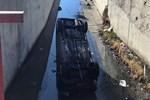 Sürücüsü kalp krizi geçiren araç kanala uçtu!