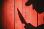 Yaşlı kadının bıçak zoruyla gasp edenler tanıdık çıktı!