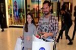 Ozan Doğulu ve kızı alışverişte görüntülendi