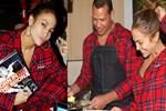 Jennifer Lopez Noel pozlarıyla sosyal medyayı salladı