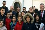 Ersin Korkut tiyatrocu çocuklar ile buluştu