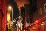 Beyoğlu'nda evler alev alev yandı!