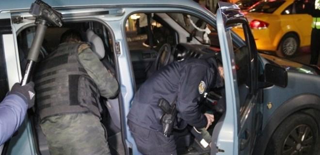 Polis, Taksim Meydanı'nda kuş uçurtmadı