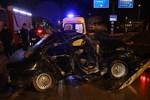 Otomobil refüje çarptı: 1 ölü, 1 yaralı