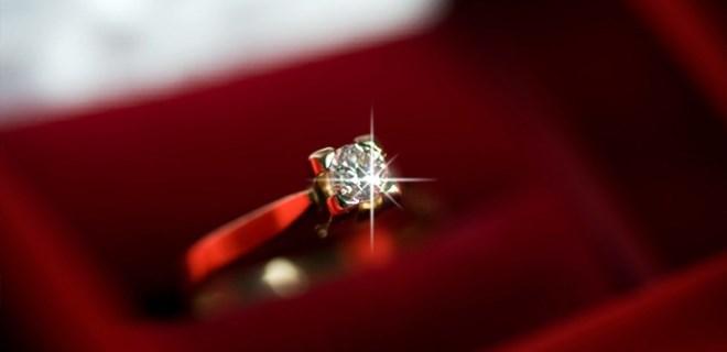 Nişanlısının testislerini pırlanta yüzüğüyle parçaladı!