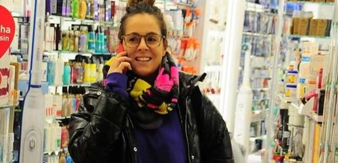 Doğa Rutkay muhabirleri görünce telefona sarıldı!